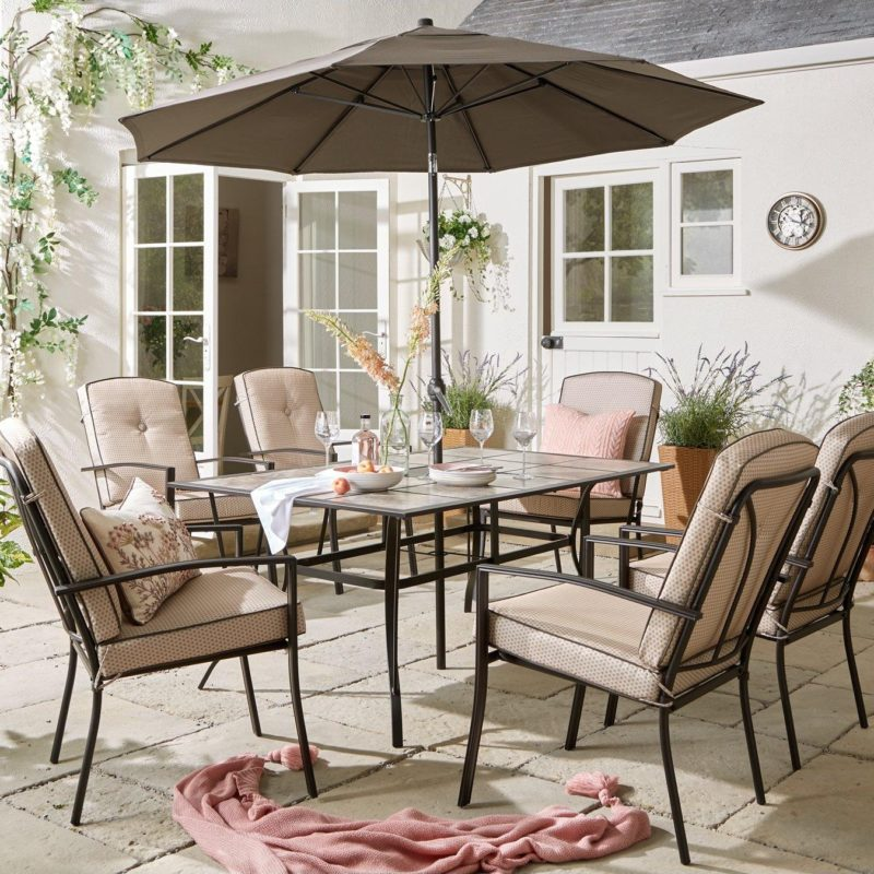 Outdoor dining set wit table, parasol and 6 chairs