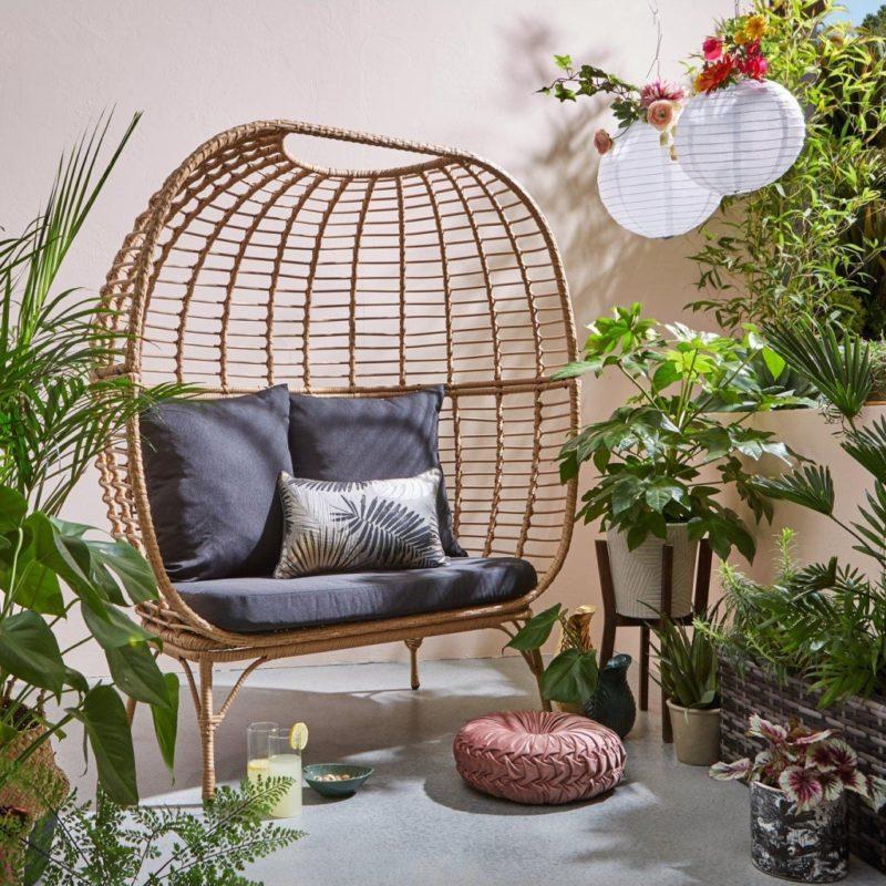 Egg-shaped frame outdoor sofa