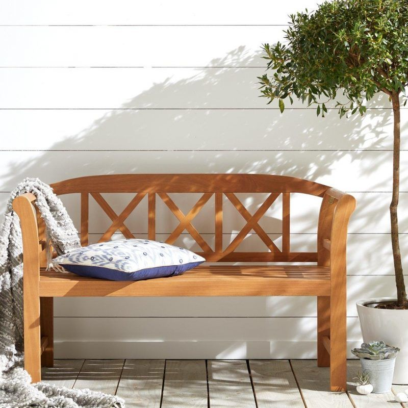 Curvy garden bench with lattice backrest
