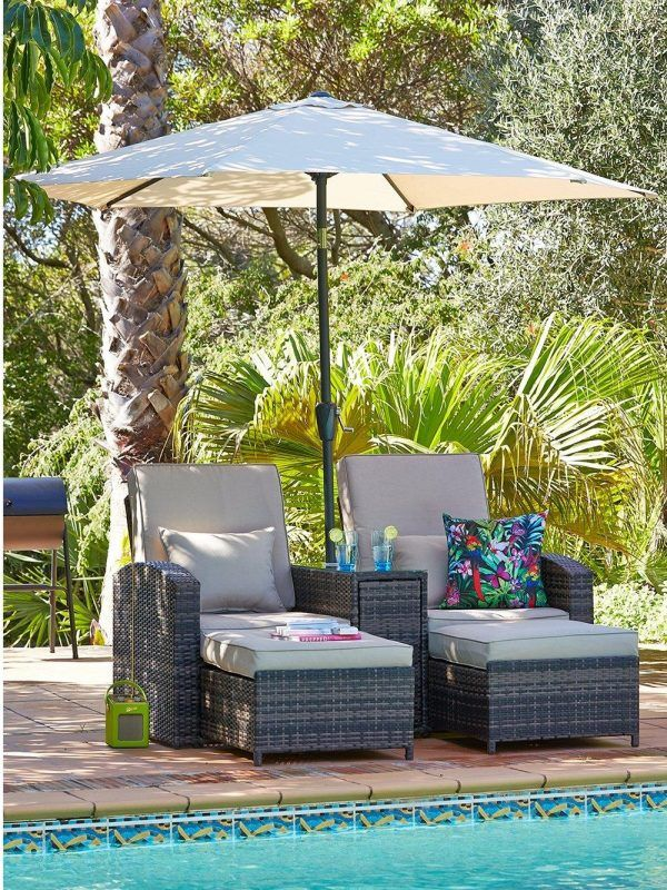 Outdoor lounging set