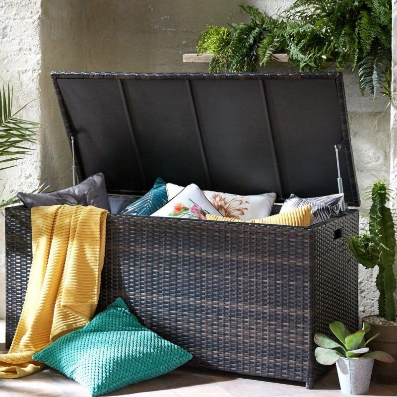 Outdoor storage trunk
