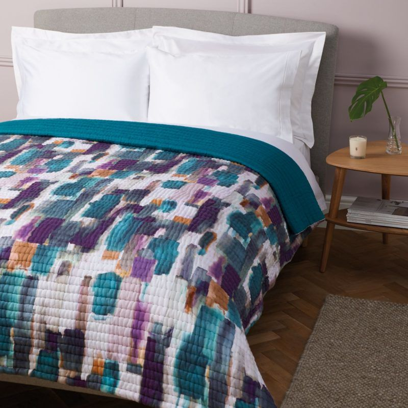 Abstract print quilted bedspread