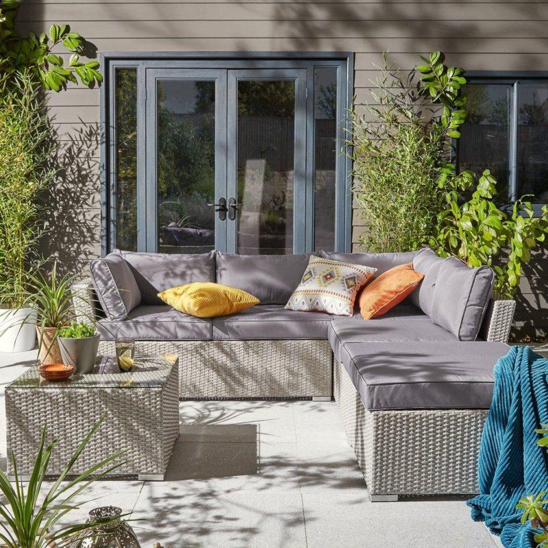 Rattan corner set with cushions