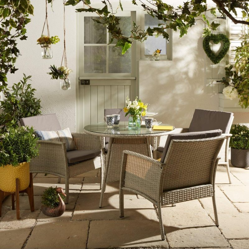Round rattan dining table and rattan chairs