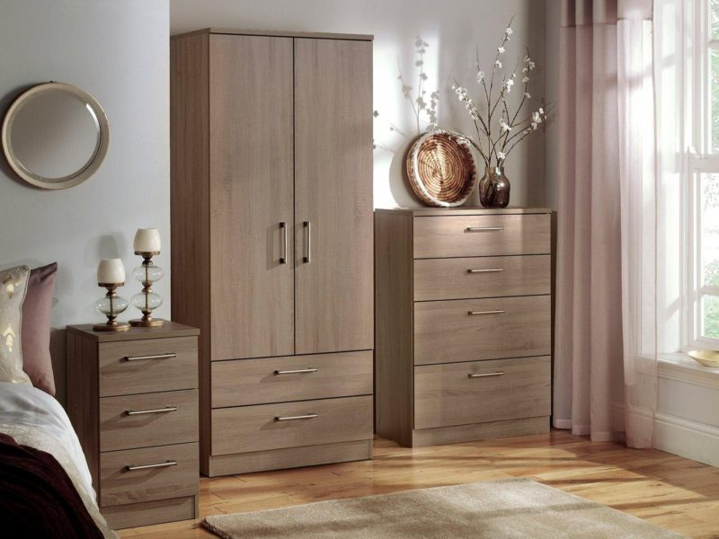 Oak-effect bedroom furniture