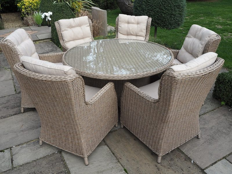 Round rattan dining table and 6 chairs