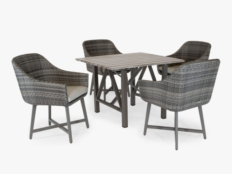 Outdoor table and 4 wicker chairs