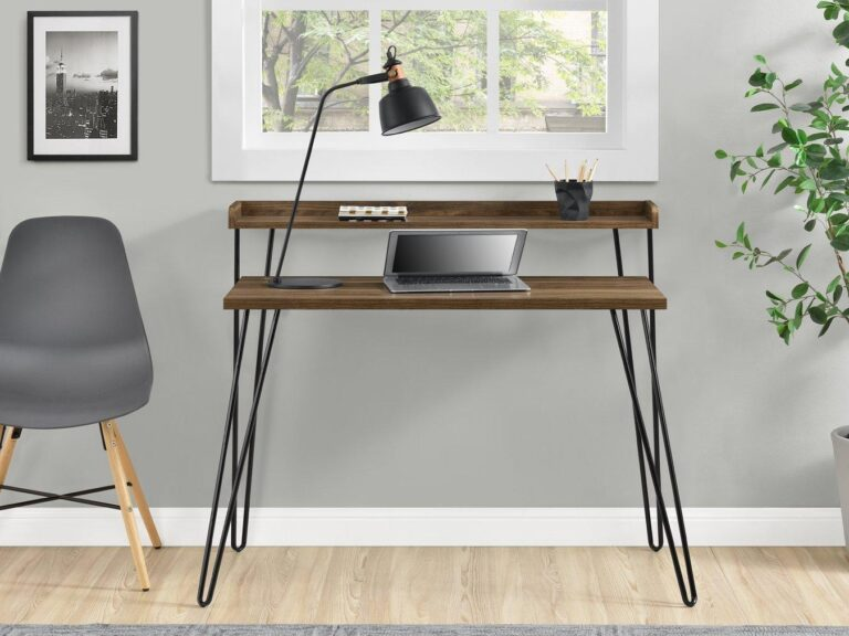 Retro-style desk with hairpin legs