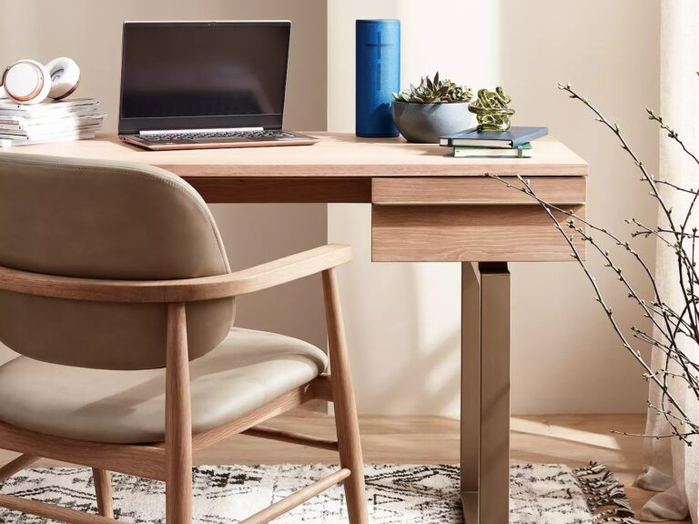 Contempoarary oak desk with thick metal legs