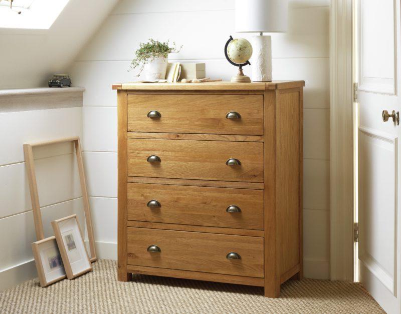 Oak 4-drawer chest