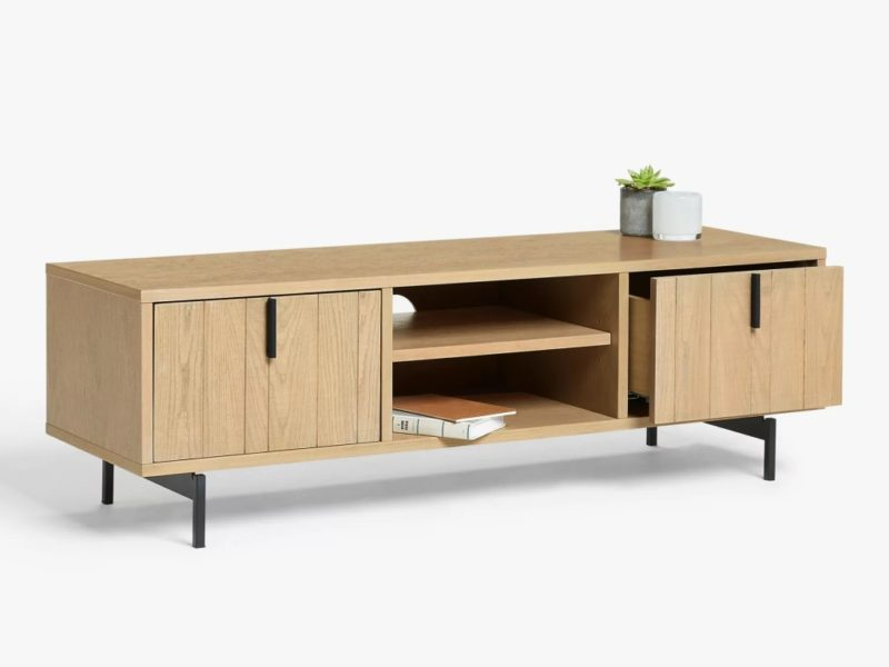 Wide oak TV stand with 2 shelves and 2 cupboards