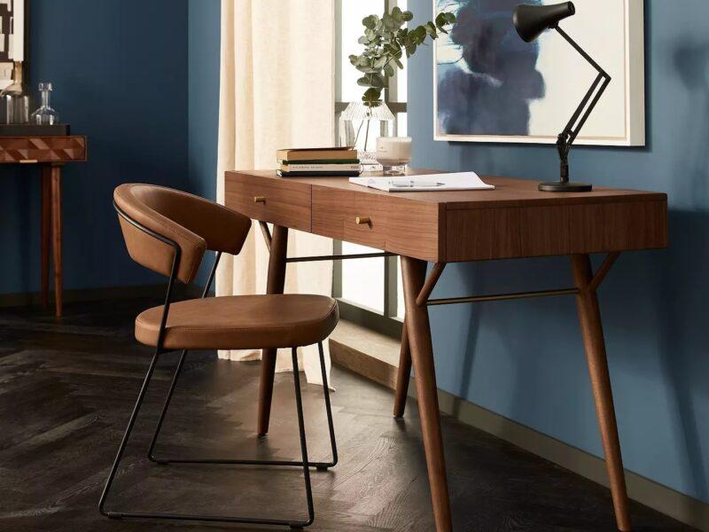 Retro-style desk