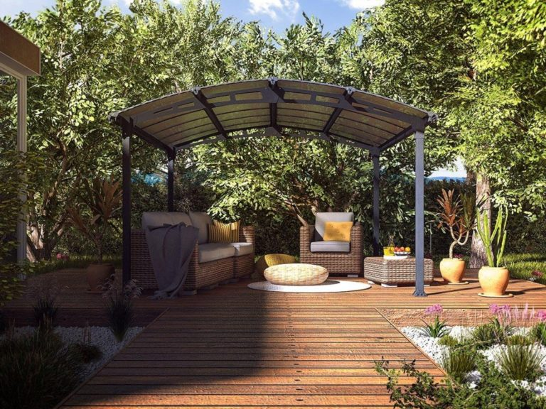 Gazebo with curved roof