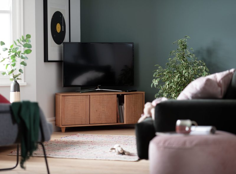 Oak corner TV unit with groove pattern doors