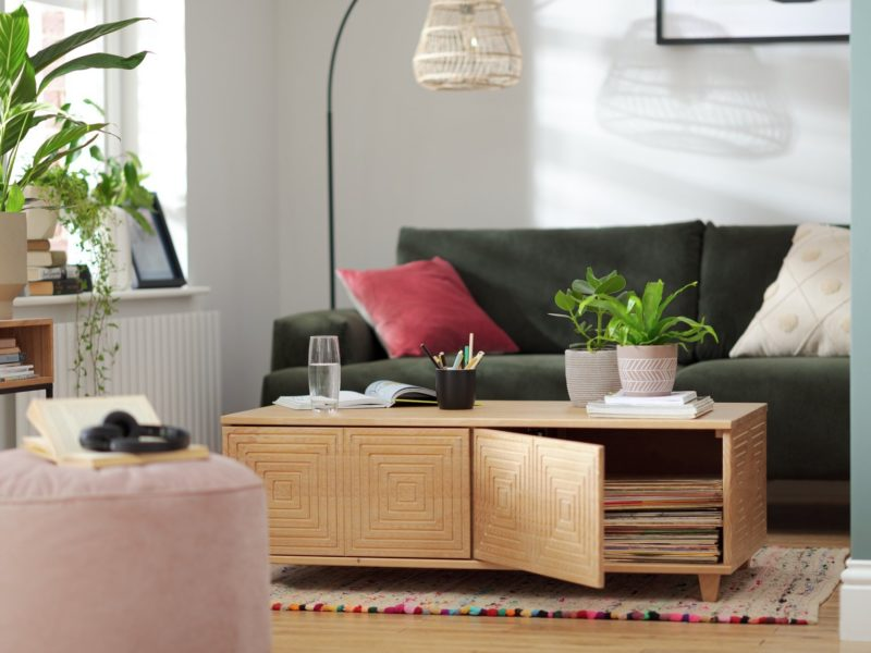 Oak coffee table with grooved pattern doors