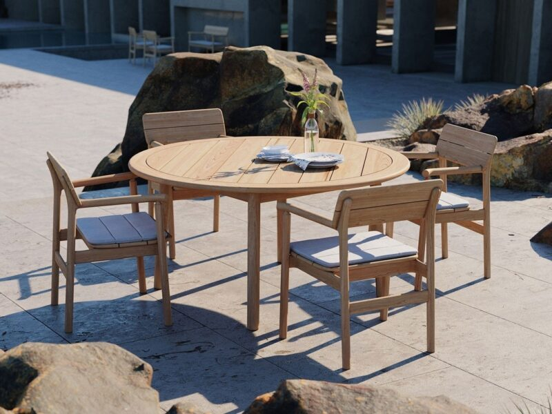 Round teak outdoor table and chair set