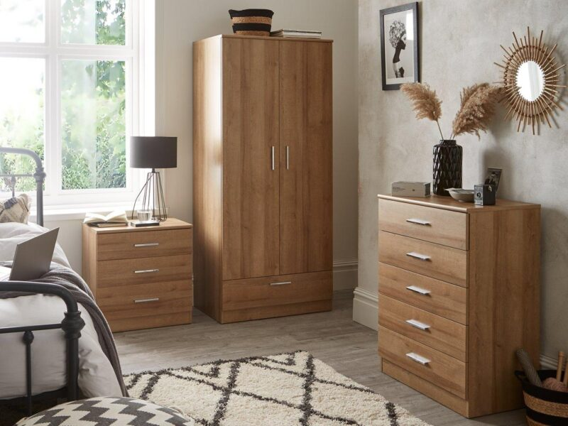 Ligt oak woodgrain effect bedroom furniture