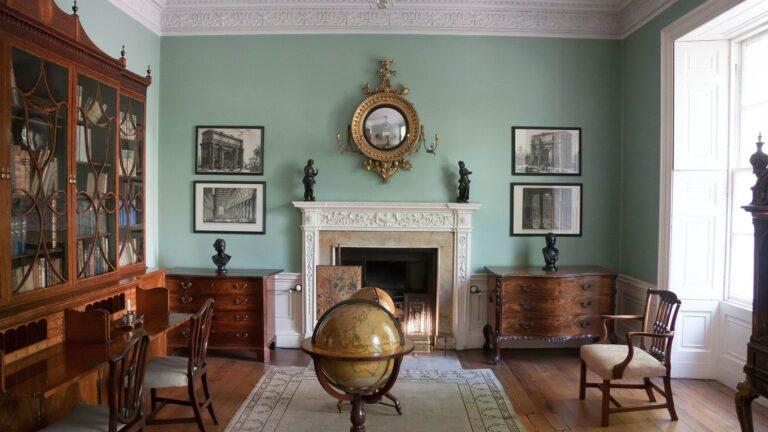 Georgian-style decor